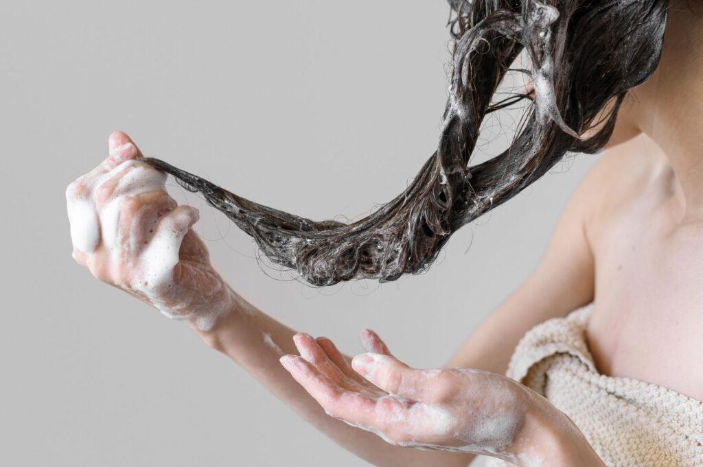 close-up-female-washing-hair_wynik